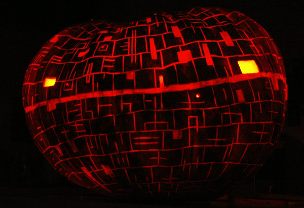 Pumpkin Carving: Deathstar 2008 - Noel